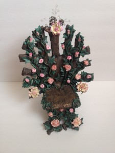 Gloriann Irizarry has created this amazing paper clay fairy throne with vines and roses