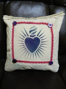 using canvas, burlap, ink and stencils to make a décor pillow for your home or gift